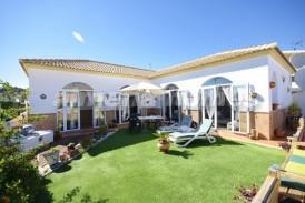 Villa Frutales: Villa en venta en Oria, Almeria