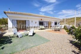 Villa Alta: Villa for sale in Seron, Almeria