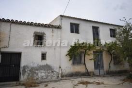 Cortijo Oriense: Country House for sale in Oria, Almeria