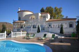 Villa Reyes: Villa for sale in Cantoria, Almeria