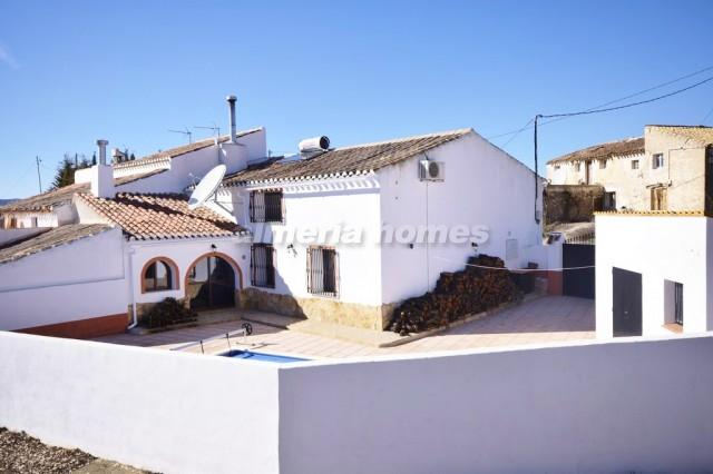 Landhuis in oria cortijo cerricos almeria homes ah 10290 huis te koop in oria - Blootgestelde balken ...