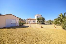 Villa Maria: Villa for sale in Cantoria, Almeria
