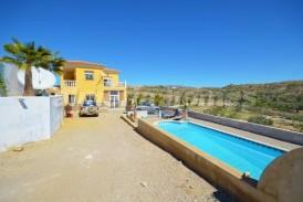 Villa Puerto: Villa for sale in Partaloa, Almeria