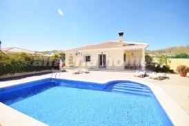 Villa Marga: Villa en venta en Arboleas, Almeria