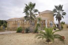 Villa Salsera: Villa for sale in Partaloa, Almeria