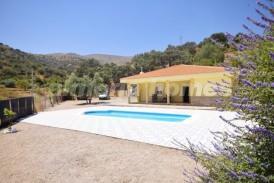 Villa Cantera: Villa for sale in Chercos, Almeria