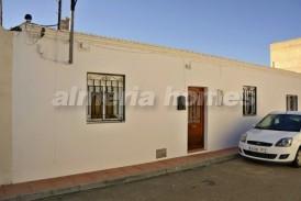 Casa Adornada: Casa Adosado en venta en La Alfoquia, Almeria