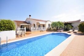 Villa Lorenita: Villa en venta en Arboleas, Almeria