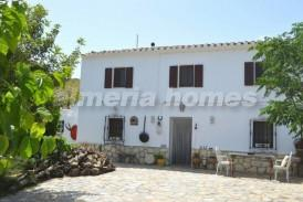 Cortijo Hojas: Country House for sale in Lubrin, Almeria