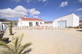 Villa Sunflower: Villa te koop in Oria, Almeria