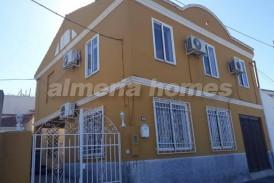 Casa Naranja: Village House for sale in Baza, Granada