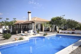 Villa Torbi : Villa te koop in Albox, Almeria