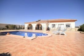 Villa Viernes: Villa for sale in Partaloa, Almeria