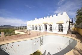 Villa Paquita: Villa for sale in Oria, Almeria