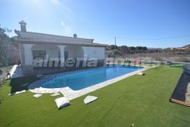 Villa Rosaleda: Villa en venta en Cantoria, Almeria