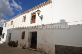 Casa Paris: Village House for sale in Albanchez, Almeria