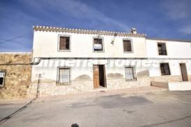 Casa Manzana: Village House for sale in Albox, Almeria