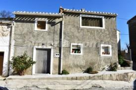 Casa Hilos: Village House for sale in Seron, Almeria