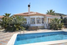 Villa Geneva: Villa for sale in Arboleas, Almeria
