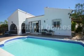 Villa Nijar: Villa for sale in Arboleas, Almeria