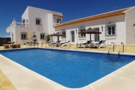 Villa Sombra: Villa for sale in Oria, Almeria