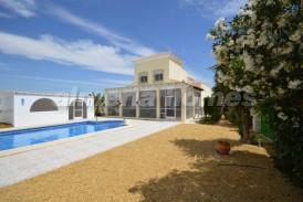 Villa Xenon: Villa en venta en Arboleas, Almeria