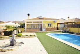 Villa Moonstone: Villa en venta en Arboleas, Almeria
