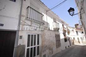Casa Fuentes: Town House for sale in Seron, Almeria