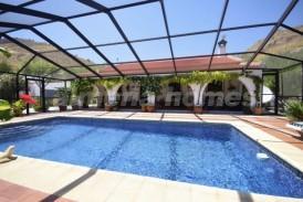 Villa Pomegranate: Villa en venta en Oria, Almeria