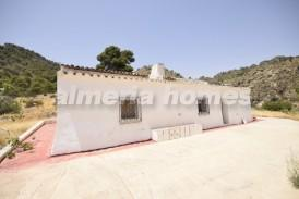 Cortijo Entremeses: Country House for sale in Urracal, Almeria