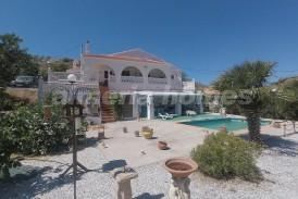 Villa Colorida: Villa te koop in Oria, Almeria