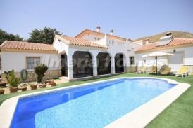 Villa Temptation: Villa for sale in Arboleas, Almeria