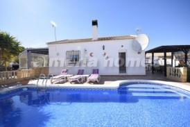 Villa Macas: Villa for sale in Cantoria, Almeria