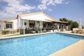 Villa Perfection: Villa te koop in Almanzora, Almeria