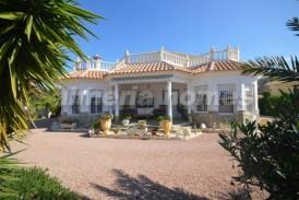 Villa Beauty: Villa for sale in Cantoria, Almeria