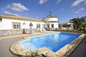 Villa Octubre: Villa for sale in Cantoria, Almeria