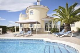 Villa Grandeza: Villa for sale in Zurgena, Almeria