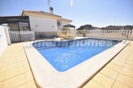 Villa Happy: Villa en venta en Arboleas, Almeria