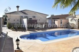 Villa Sunshine: Villa en venta en Zurgena, Almeria
