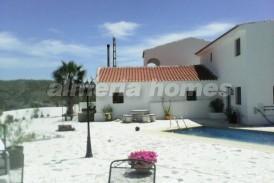 Cortijo Almanzor: Country House for sale in Oria, Almeria