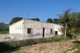 Cortijo Pinar: Country House for sale in Somontin, Almeria