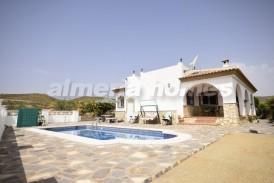 Villa Abeja : Villa en venta en Zurgena, Almeria