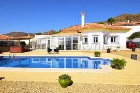 Villa Guadalquivir: Villa en venta en Arboleas, Almeria